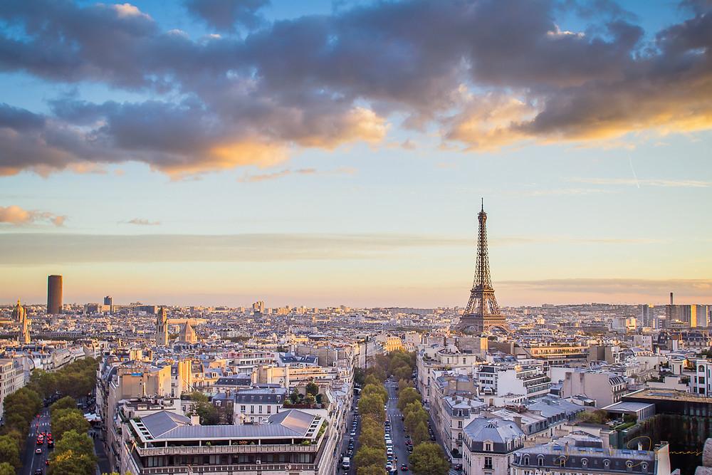 Après des dizaines de balade dans paris ces dernières années, j'ai enfin pris le chemin le plus touristique !  Arrêt sur la terrasse de l'arc de triomphe et sa vue à 360° sur PAris