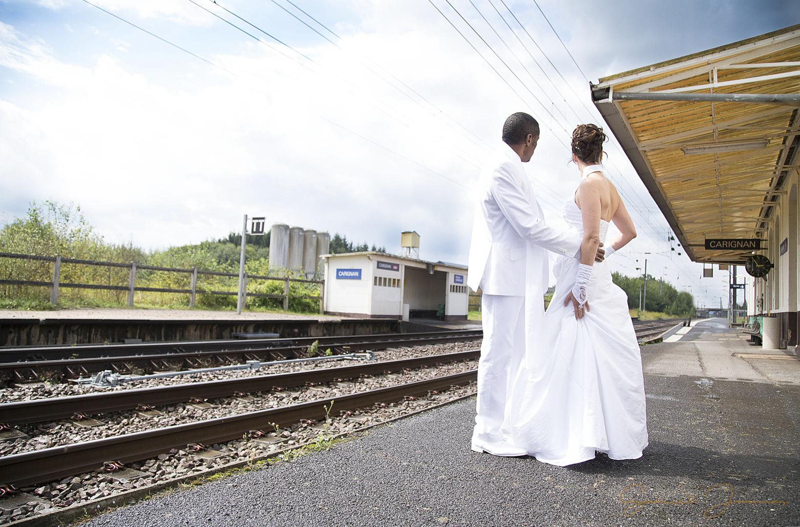 seance photos couple mariage gare
