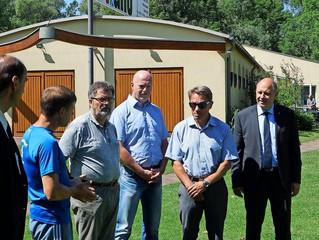 Bildungsminister Baaske (SPD) besucht die Rathenower Kanuten
