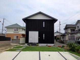 黒い焼き杉の家