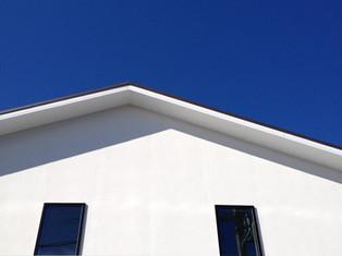白い壁、ときどき茶色のやさしい家