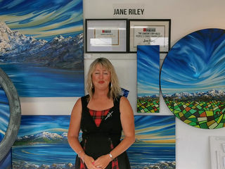 """A lil movie from my container shop """"Ocean Arts here in Kaikoura"""