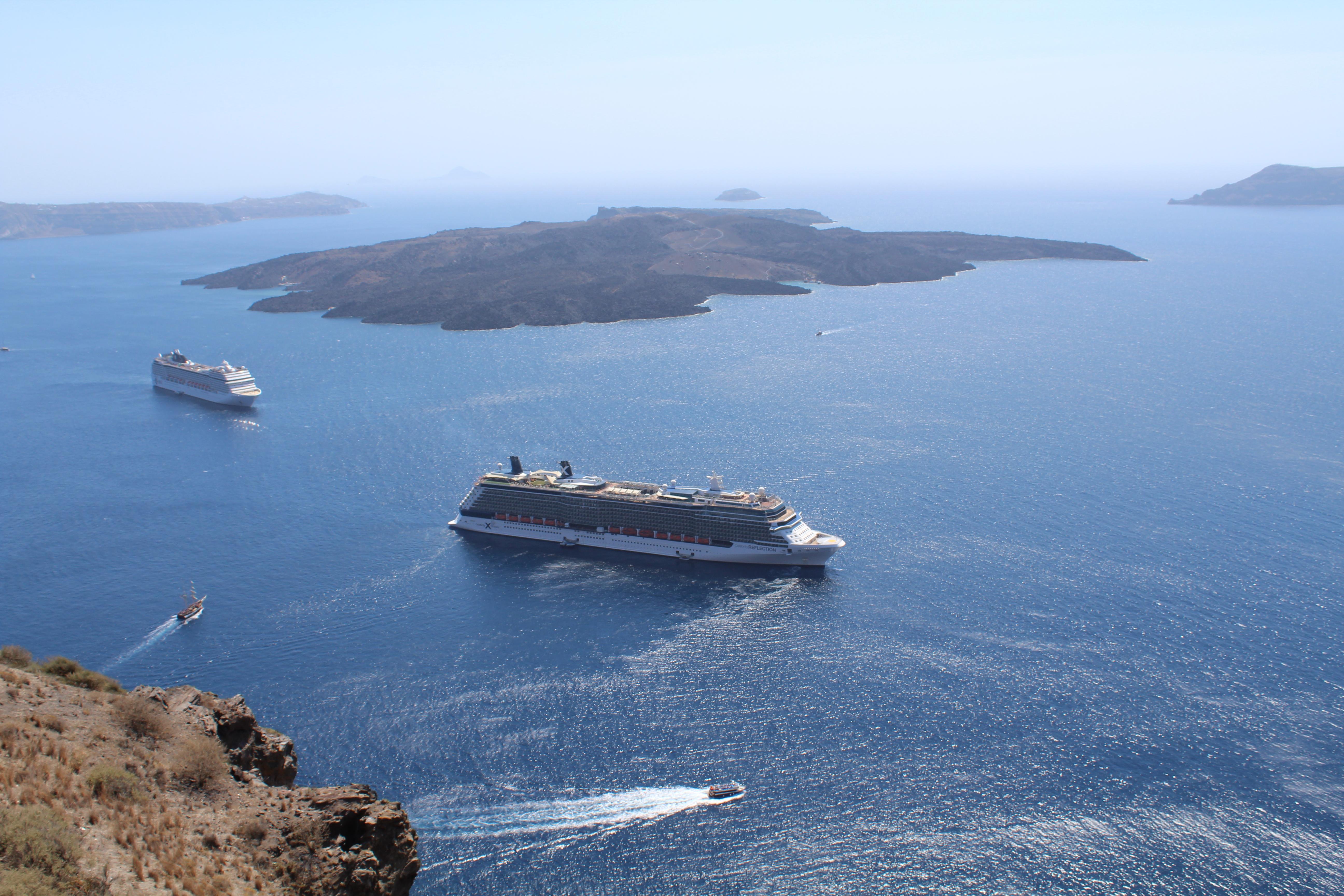 Cruise ships in Caldera