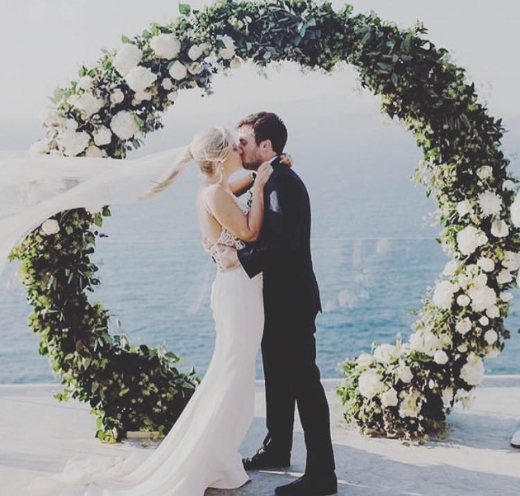 Circle wedding ring arbor