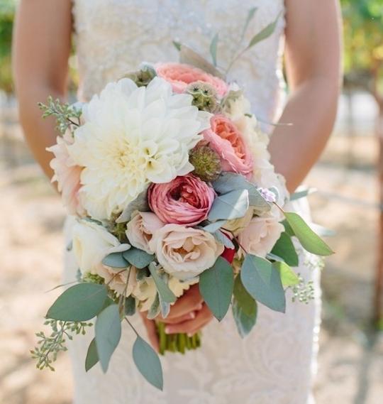 white-dahlia-and-rose-bouquet