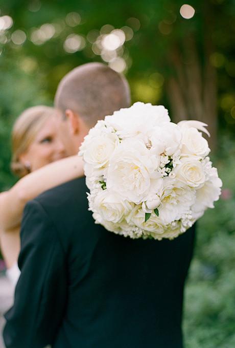 White_peony_bridal_bouquet
