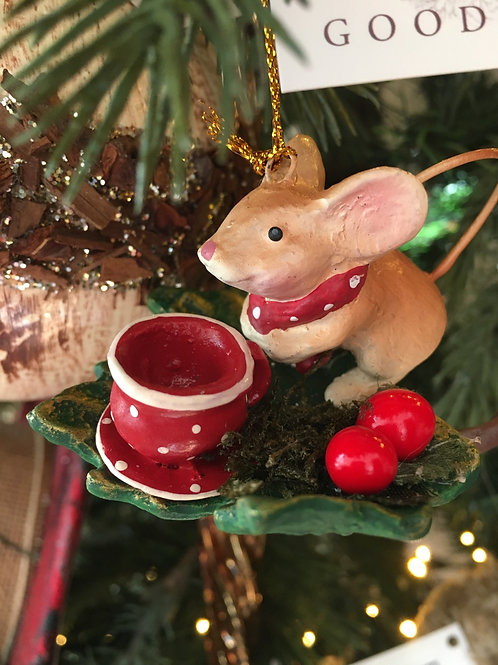 Baby mouse tea party