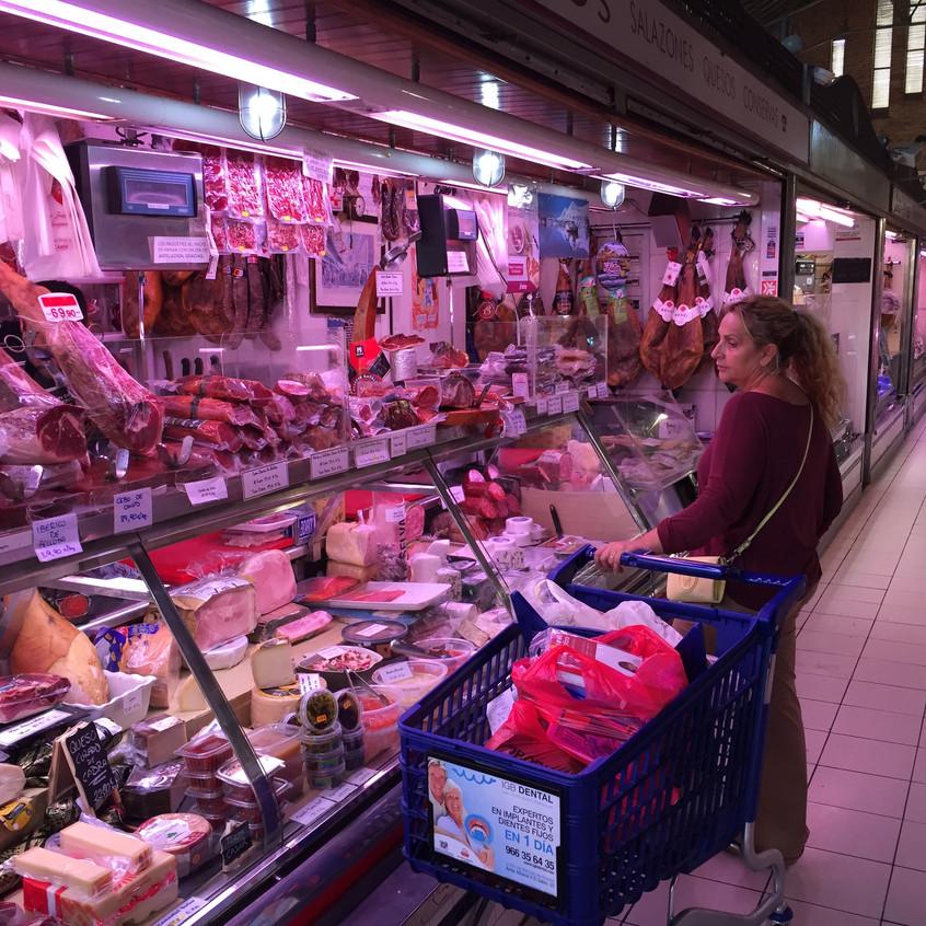 Browsing in Alicante's mercado