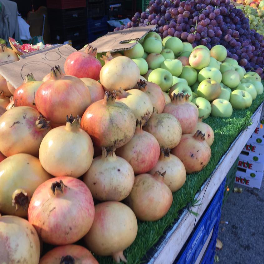 Pomegranates at the mercadillo