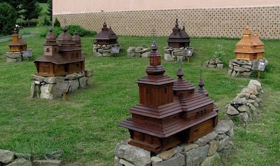 Minigaléria drevených kostolíkov