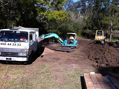 Brisbane west Earthmoving, Bobcat Hire Brisbane, Tip Truck, Hire Brisbane, Tipper Truck Hire Brisbane, Brisbane West, Auger, Post Hole Digger, Bobcat, Bobcat hire, narrow access bobcat, Cheap Bobcat hire, Cheap bobcat hire brisbane, Dirt moving, excavation
