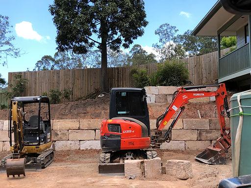 Excavator, Excavation, Rock wall builder