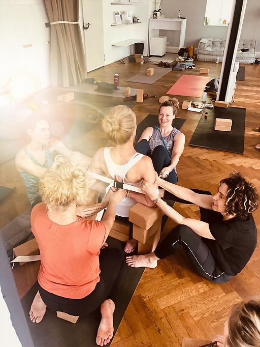 Katonah Yoga Deutschland Rebeccavasquezyoga Rebecca Vasquez Yogalehrerin Frankfurt Germany
