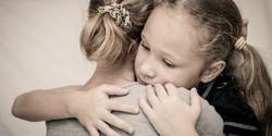grief-children-girl-mom-hug-sad-600x300.jpg