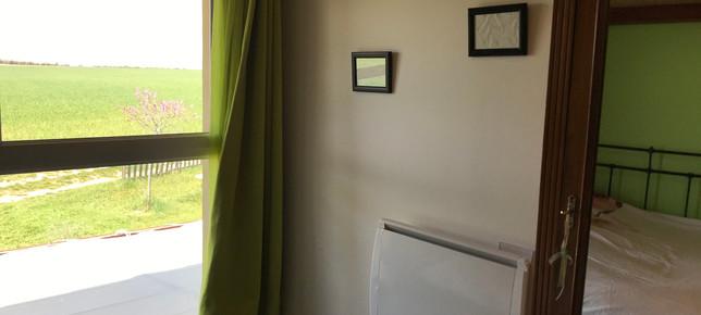 Lure chambre 2 vue jardin 1.JPG