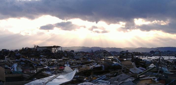 雲間の夕日.jpg