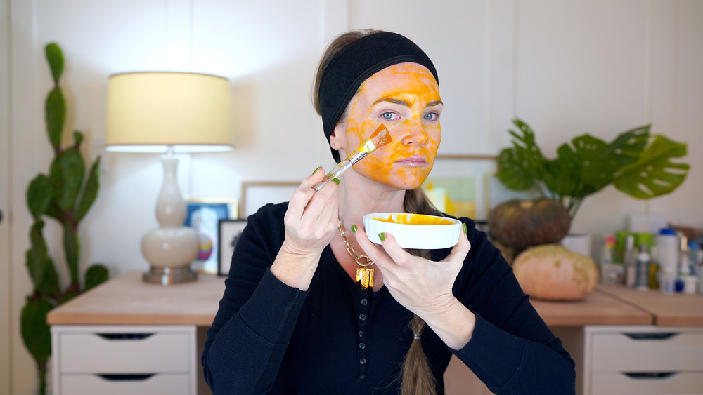 The first FALL DIY Face Mask I try is the Pumpkin and honey mask.
