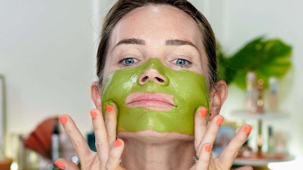 Natural Kaos uses Teami Detox Mask to clean her pores