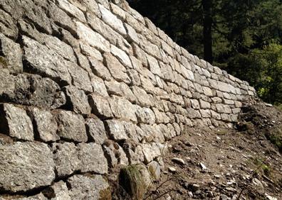 Mur de soutènement de l'ancienne route carrossable de la Forclaz