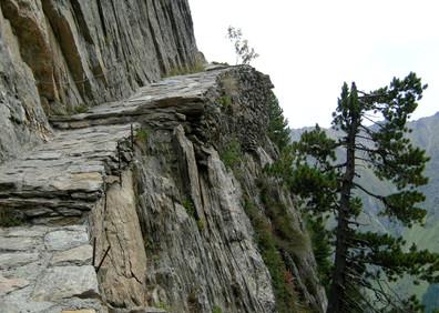 Chemin de la barre rocheuse des Grands