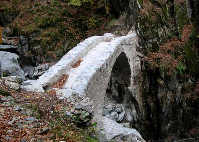 Ancien pont du chemin muletier de la vallée au Trétien