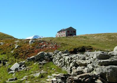 Ruines et Hotel Suisse au col de Balme