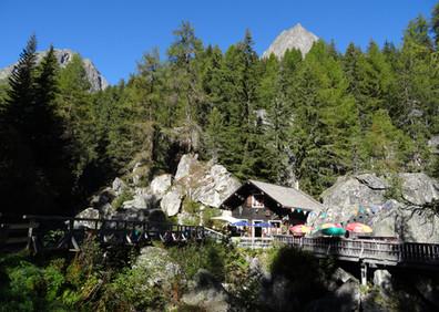 Chalet de la cascade de Bérard et grotte du faux-monnayeur Farinet