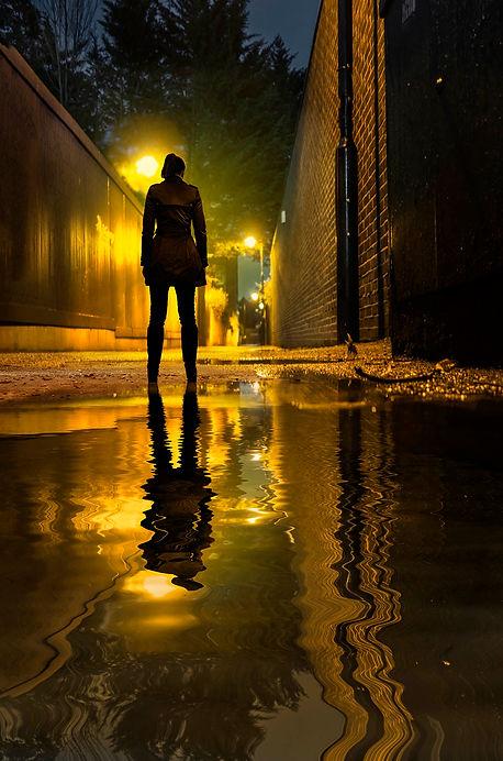 girl in alleyway.jpg