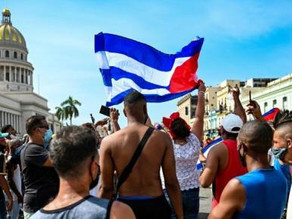 邁阿密民眾阻斷公路交通 聲援古巴社會運動