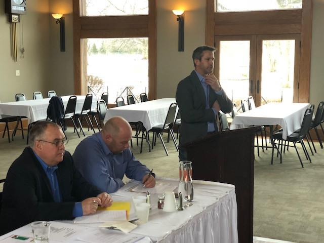 Adam Kinzinger (right) addresses the Livingston County Corn Growers on Monday / CIFN photo.