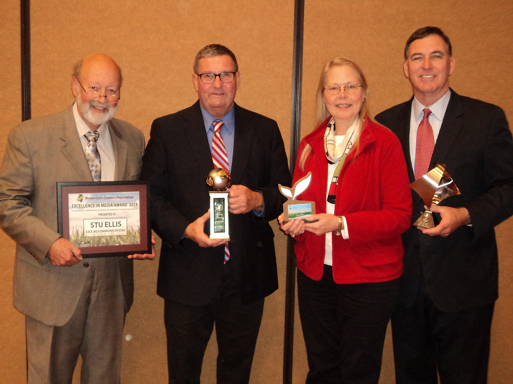 State Sen. John Sullivan, far right, was among the award winners at the ICGA annual meeting / CIFN photo.