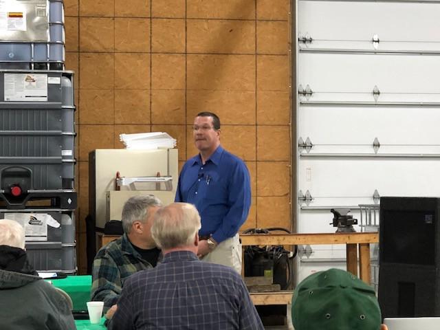 U of I's Aaron Hager talks to farmers at BCS last week / CIFN photo.