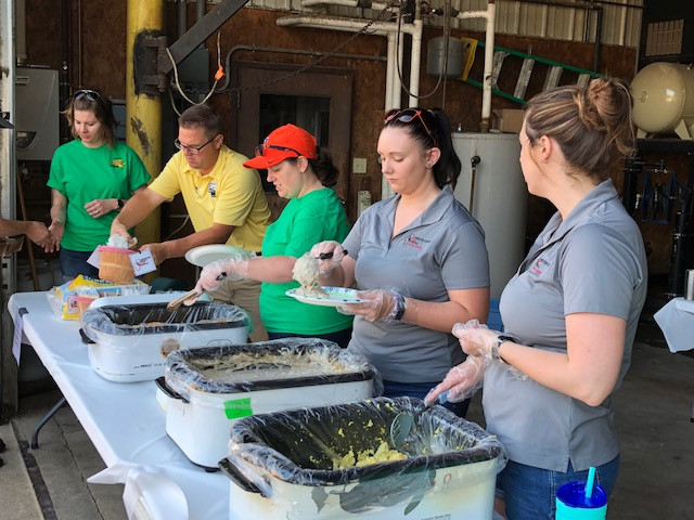Livingston County Farm Bureau Young Leaders serve breakfast at Kilgus Farmstead on Saturday / CIFN photo.