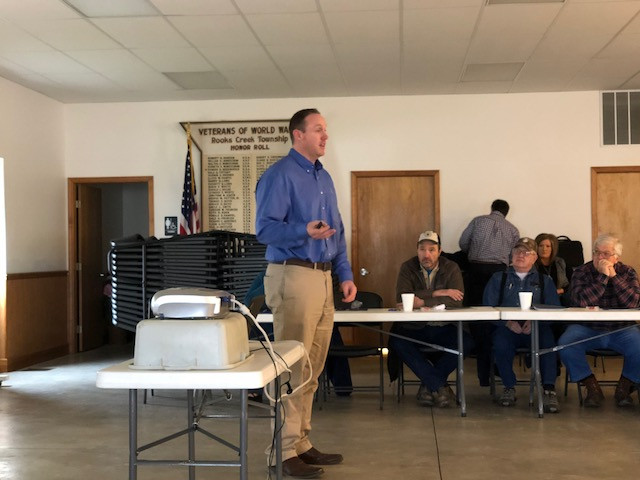 Clint Prange of Beck's Hybrids speaks to local farmers in Graymont this month / CIFN photo.