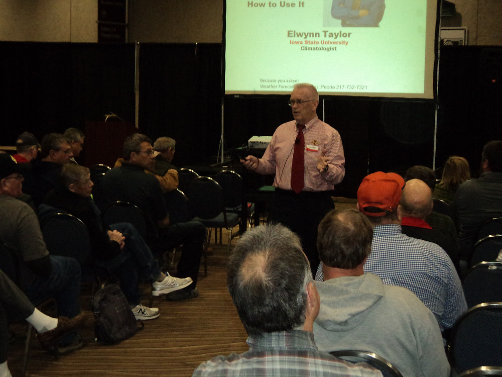 Elwynn Taylor speaks to farmers in Peoria Wednesday morning / CIFN photo.
