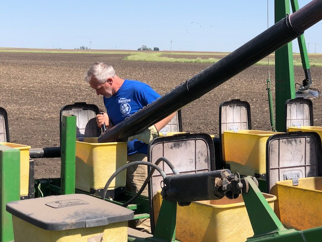 A Livingston County farmer loads his planter on Monday afternoon north of Pontiac / CIFN photo.
