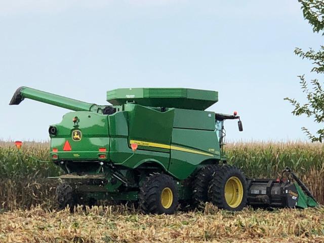 Early corn is harvested in Livingston County last week / CIFN photo.