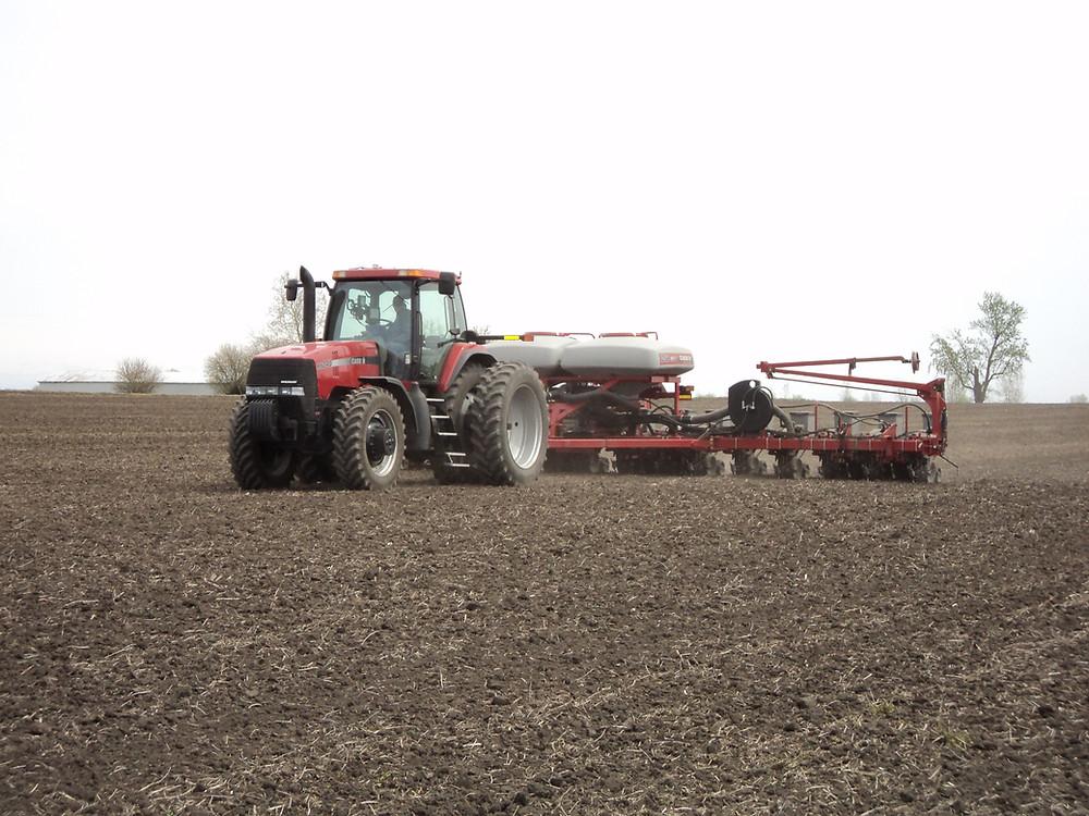 The Bahlers plant corn west of Fairbury last week in Livingston County / CIFN photo.