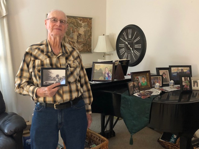 Stan Weeks reminisces about farming at his Fairbury home recently / CIFN photo.