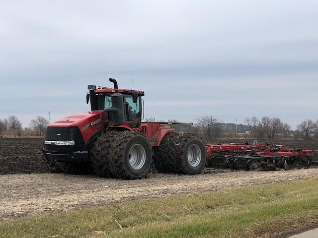A farmer chisels ground south of Pontiac last week / CIFN photo.