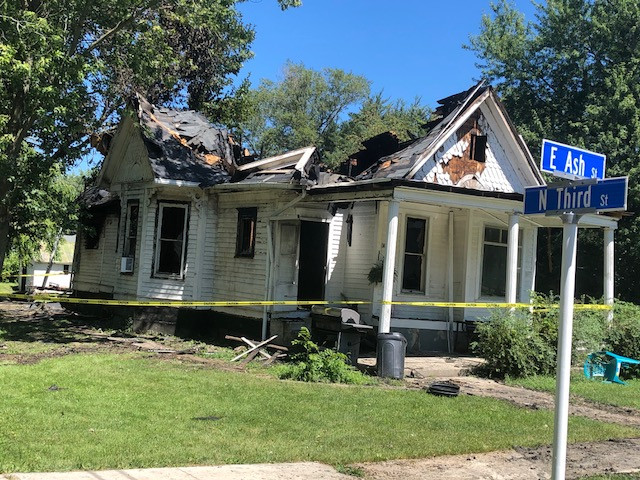 Fire destroys Chatsworth home