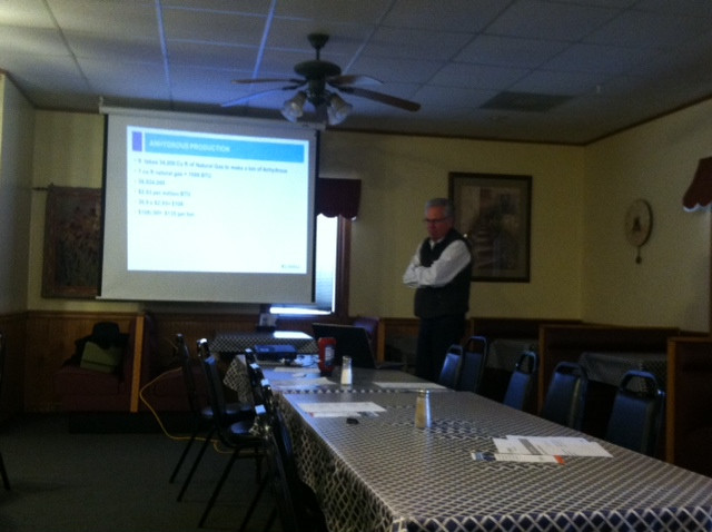 Moe Russell presents information to farmers in Fairbury last week / CIFN photo.