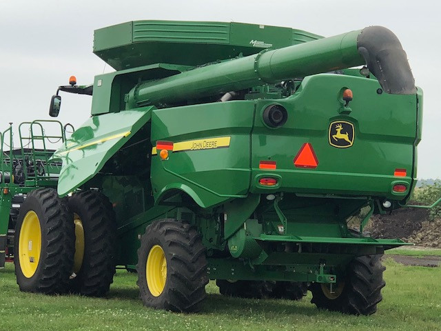Final combine preparations ahead of fall harvest / CIFN photo.
