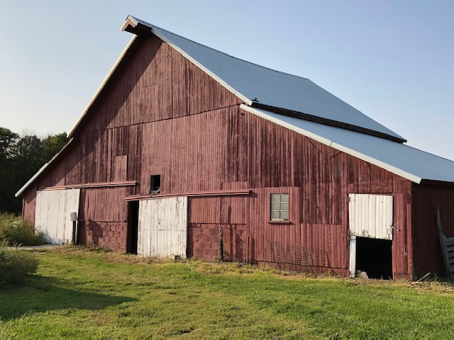 A south side view of the historic barn at Spence Farm located south of Fairbury in Livingston County / CIFN photo.