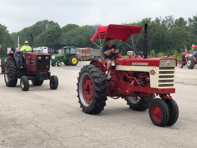 The Sibley Burr Oaks Tractor Drive leaves Cropsey Sunday morning / CIFN photo.