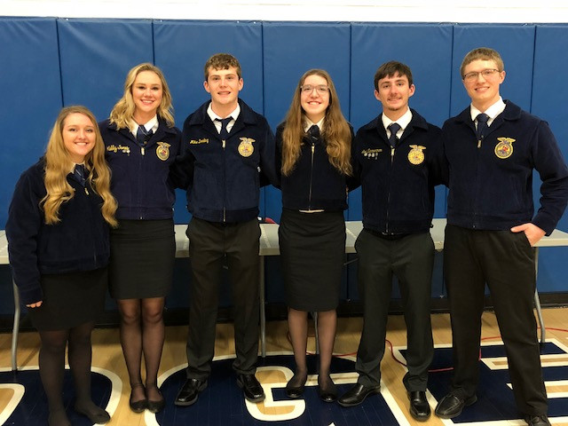 Members of the Ridgeview FFA pose for a photo Saturday night / CIFN photo.