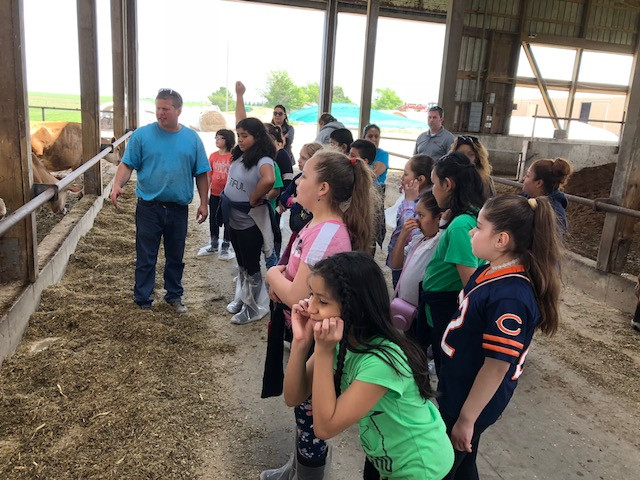 Students from Calmeca Academy in Chicago tour Kilgus Dairy near Fairbury this week / CIFN photo.