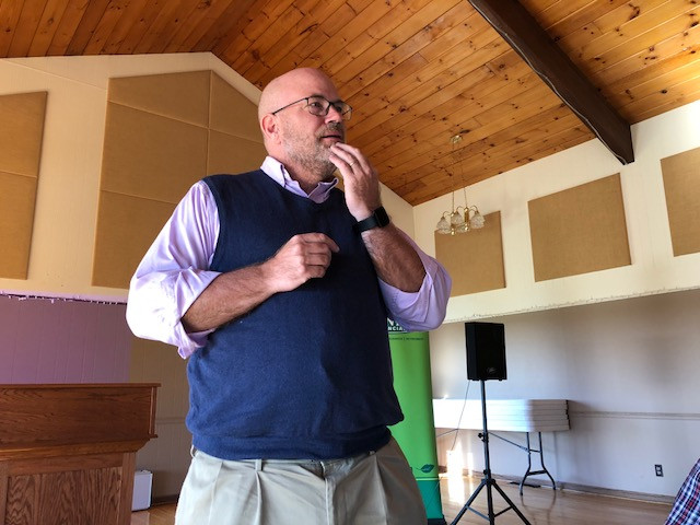 Ag Economist Gary Schnitkey speaks at a meeting in Fairbury last week / CIFN photo.