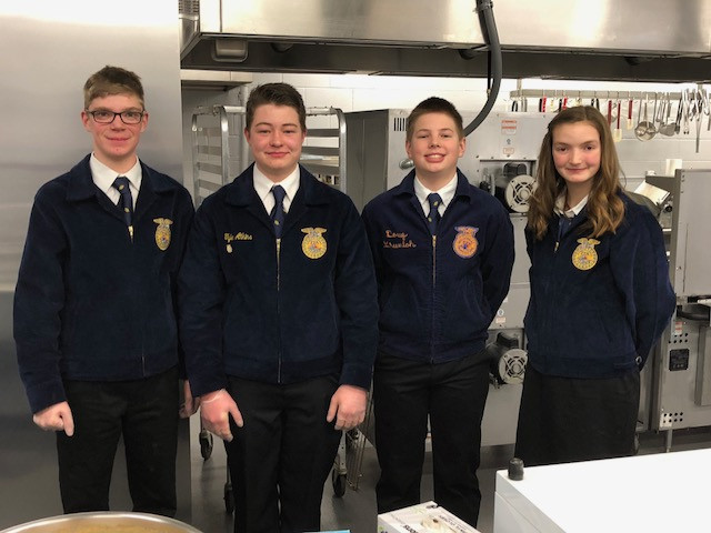 Lexington FFA members prepare to serve dinner on Saturday night / CIFN photo.