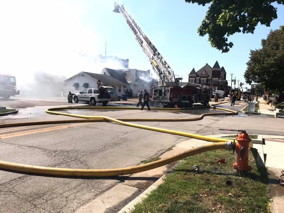 (photo via Facebook/Rt 66&17 Illinois Fireground Photos.